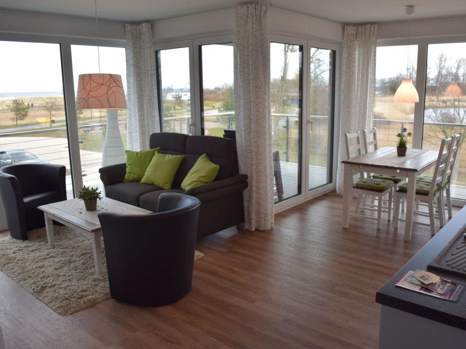 Rundum-Blick in Wohn- und Esszimmer