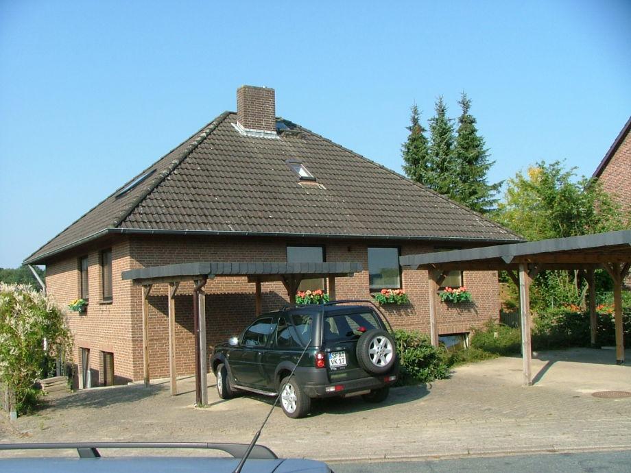Haus mit Carport - Vorderansicht
