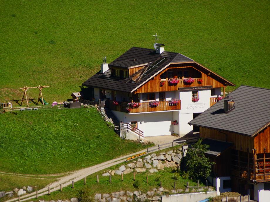 Unser Haus mit Liegewiese und Spielplatz