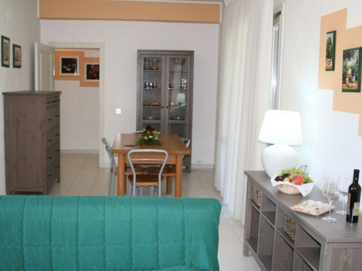 Villa san pietro furnari im yachthafen von portorosa for Wohnzimmer esstisch