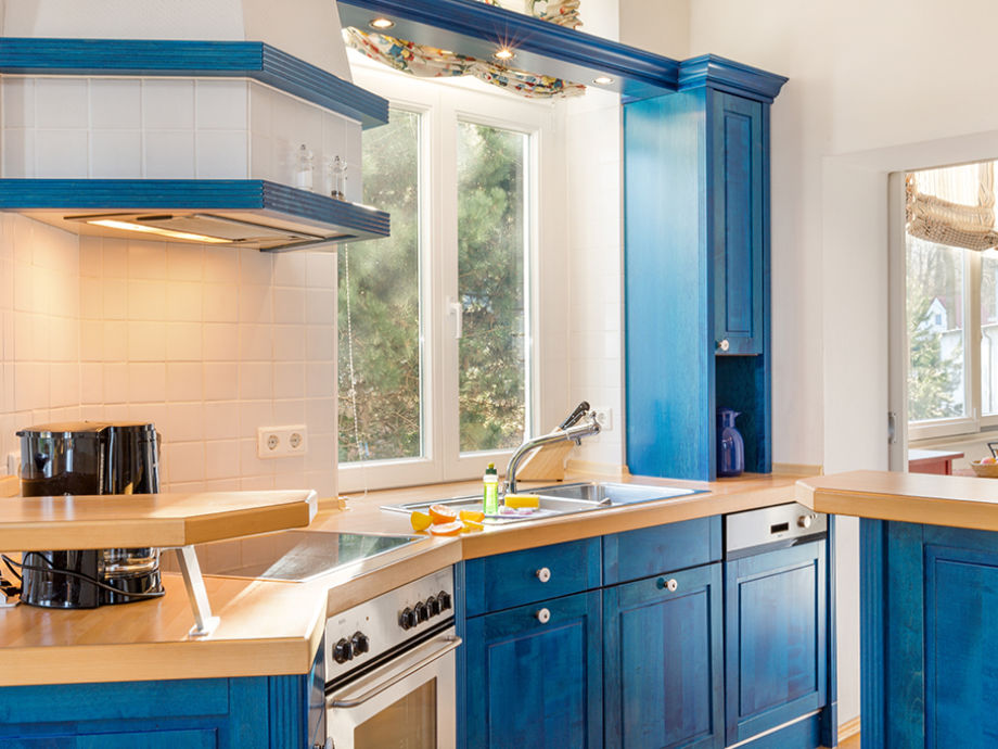 Die komplett ausgestattete Küchenzeile.