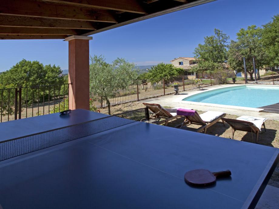 Pool und Tischtennisplatte