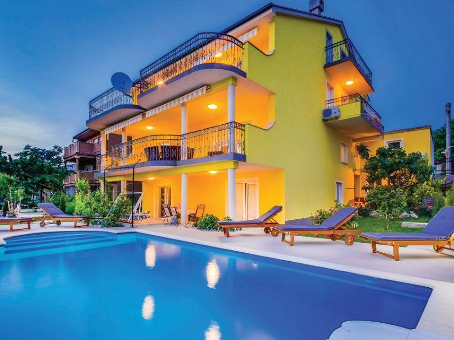 Ferienwohnung Sandra mit Pool