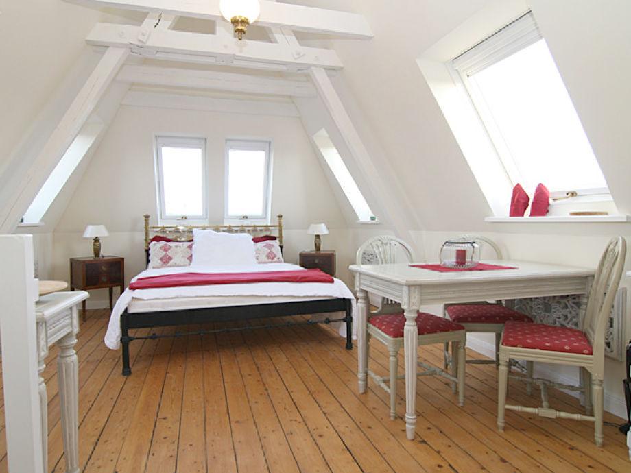 Wohnungansicht mit Doppelbett