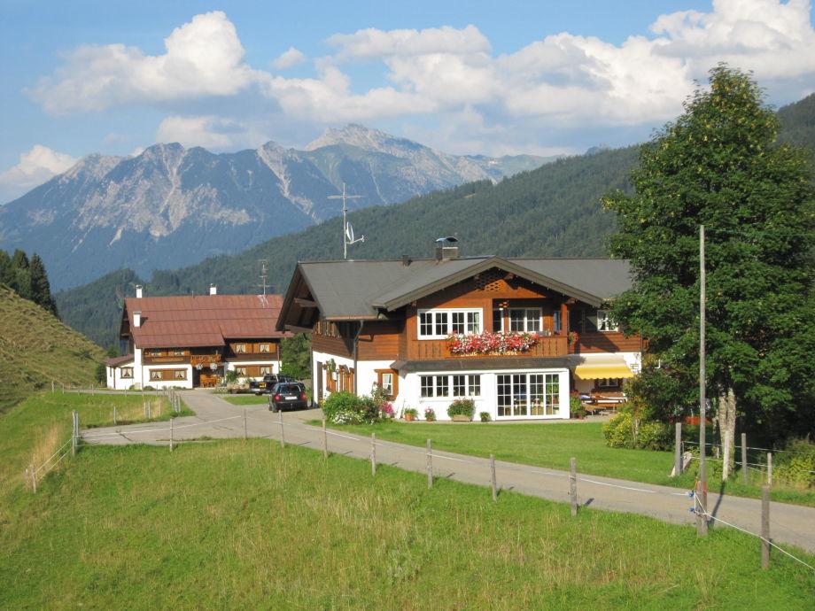 Haus Narzisse mit Straußberghof