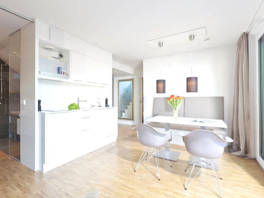Die offene Küche mit Essbereich