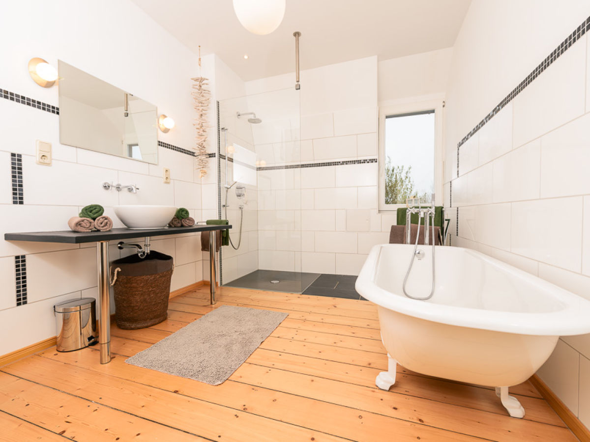 Ferienwohnung claudia ostfriesische inseln firma for Badezimmer mit dusche und wanne