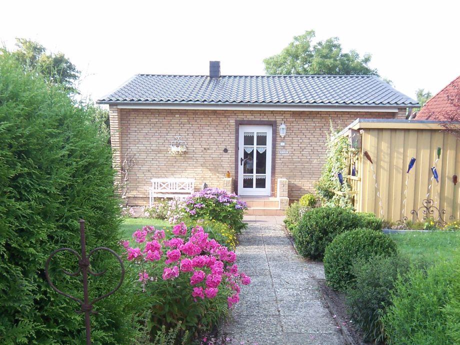 Hauseingang mit Vorgarten