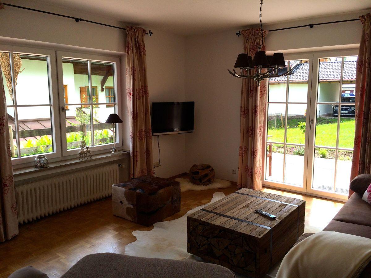 Ferienwohnung 2 im landhaus sankt markus chiemgau firma alpine mietservice herr ralf swierczyna - Wohnzimmer landhaus ...