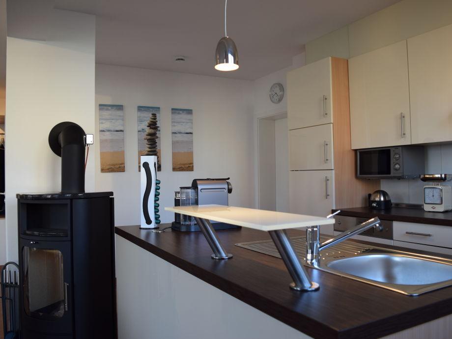 Gut ausgestattete, offene Küche