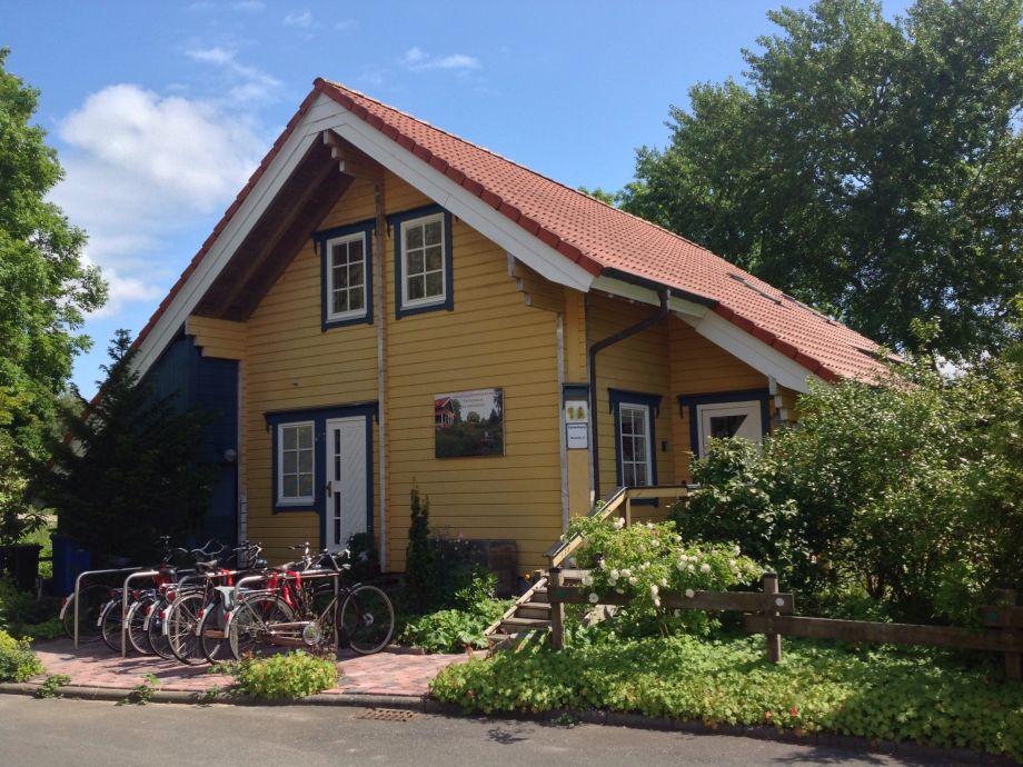 Idyllisches Vollholzhaus. Fahrradmiete 20 € pro Rad.