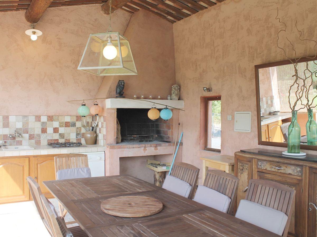 Sommerküche Englisch : Ferienhaus 801 rou roussillon vaucluse firma coquelicot gmbh