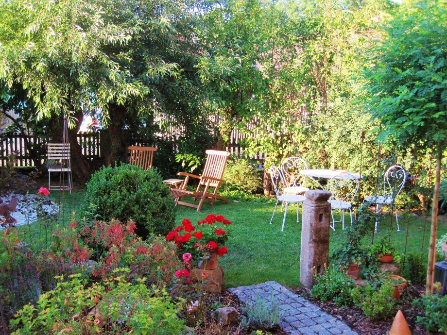 Gästegarten mit Pavillon