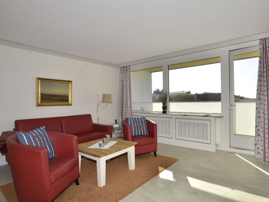 Wohnbereich mit direktem Zugang zum Balkon