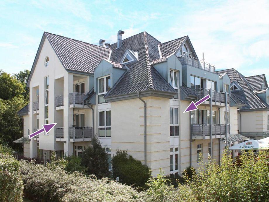 Blick auf die Ferienwohnung und den Balkon vom Innenhof