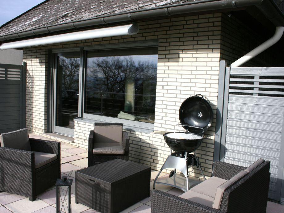 Sonnenterrasse mit Loungemöbel+Eingangsberreich