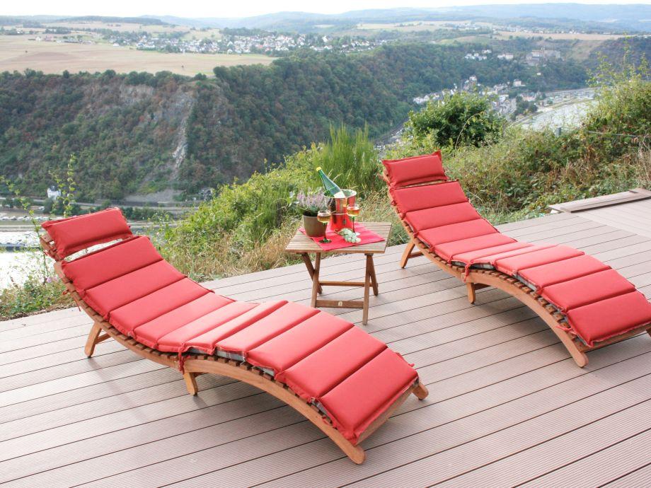 Sonnenterrasse mit Relaxliegen