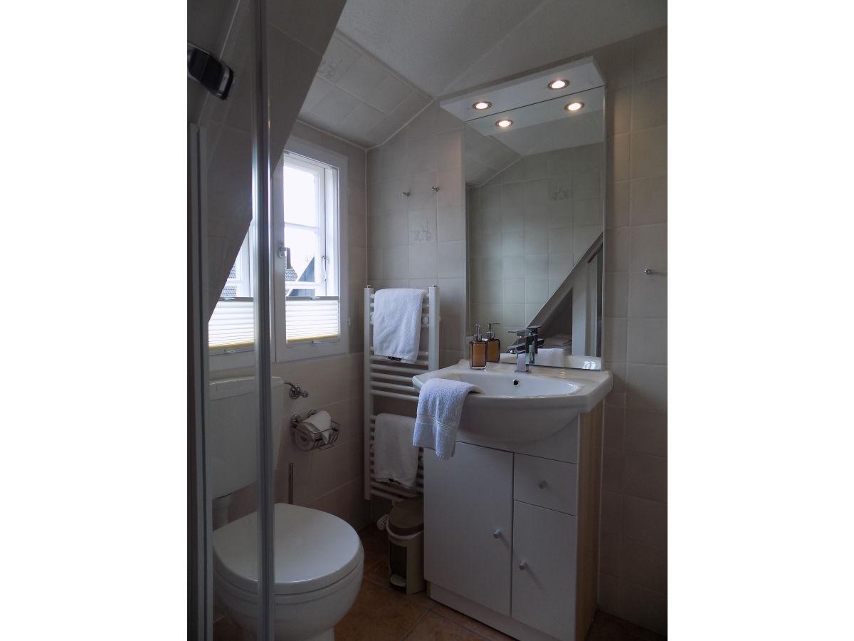 Ferienwohnung sylt im g stehaus matzen wyk auf f hr - Anstrich badezimmer ...