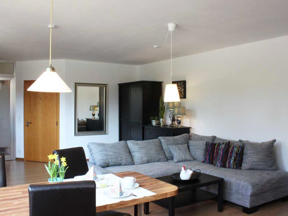 Großzügiges modernes Wohnzimmer