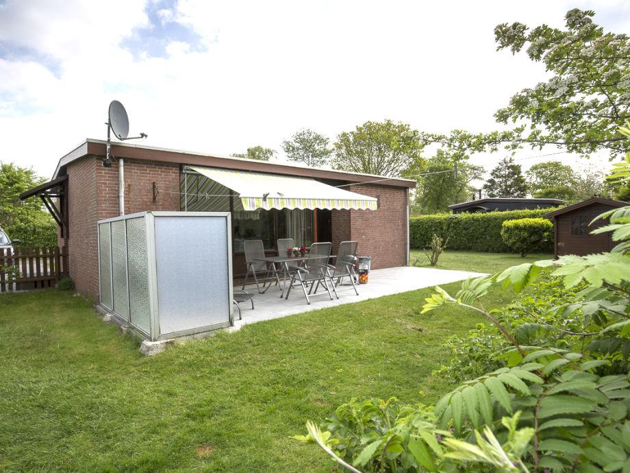 Terrasse und großer Garten