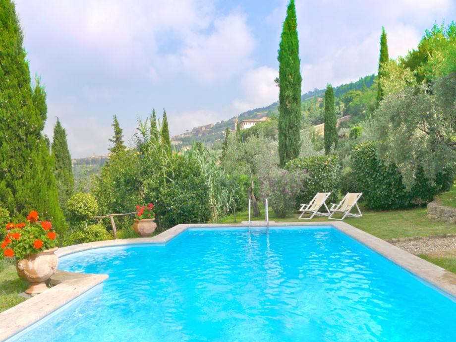 Der schöne Pool in Hügellage