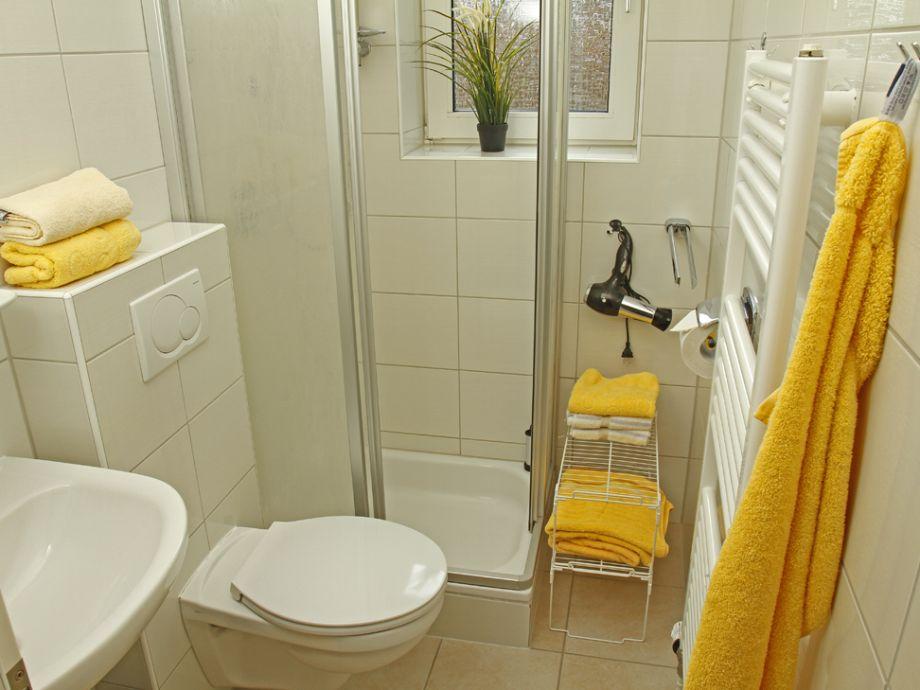 Pier 12 ferienwohnung nr 4 cuxhaven duhnen firma for Modernes bad mit dusche