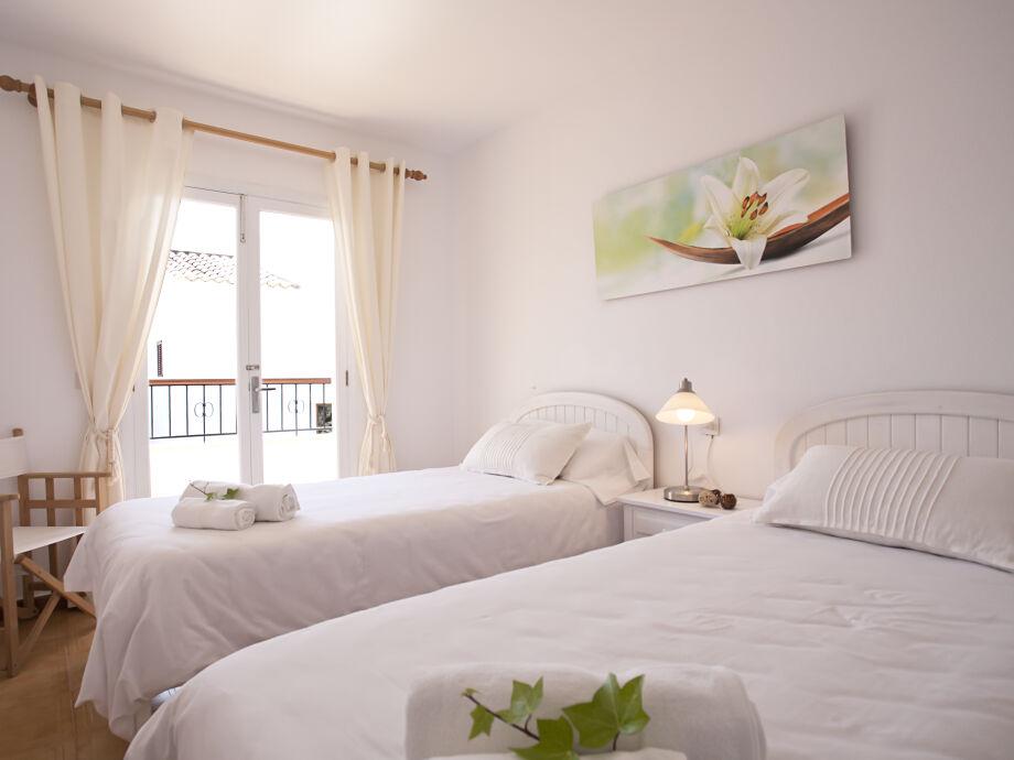 Schlafzimmer 1 mit Ausgang zur Terrasse