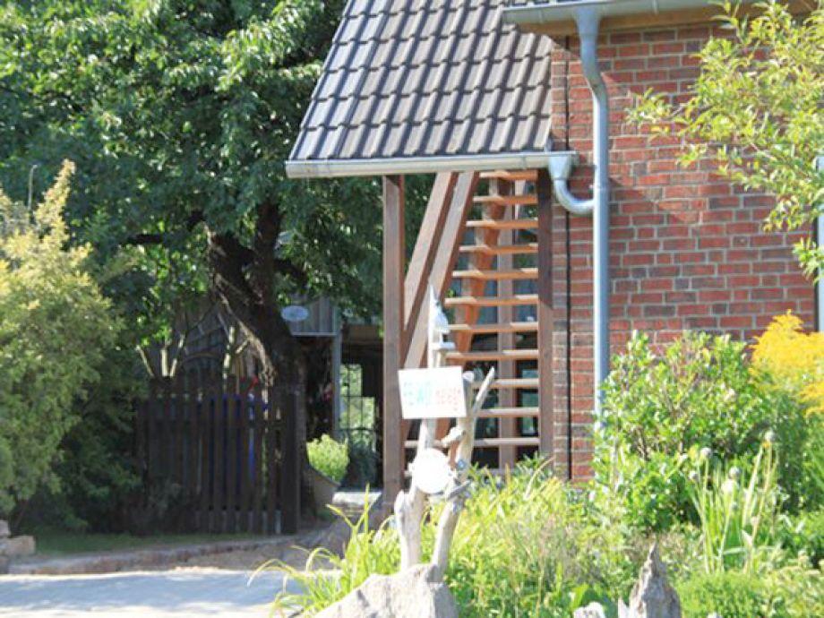 Blick auf das Haus und die Wohnungseingangstreppe
