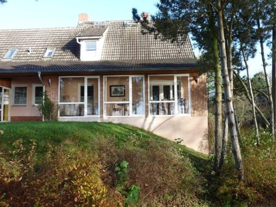 Blick auf das Ferienhaus und den Wintergarten