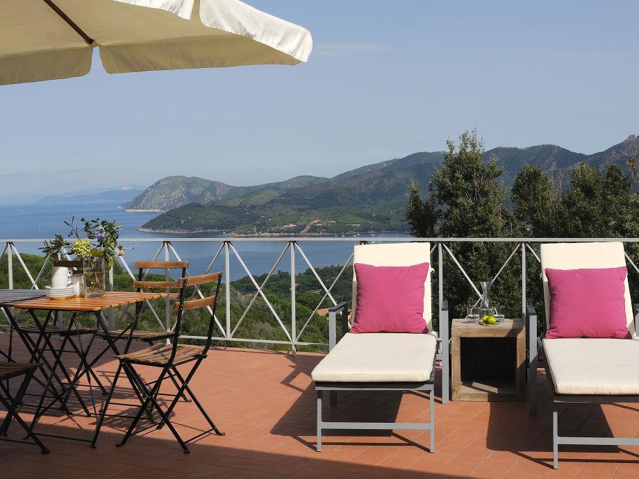 Auf der Terrasse bietet sich ein grandioser Ausblick.