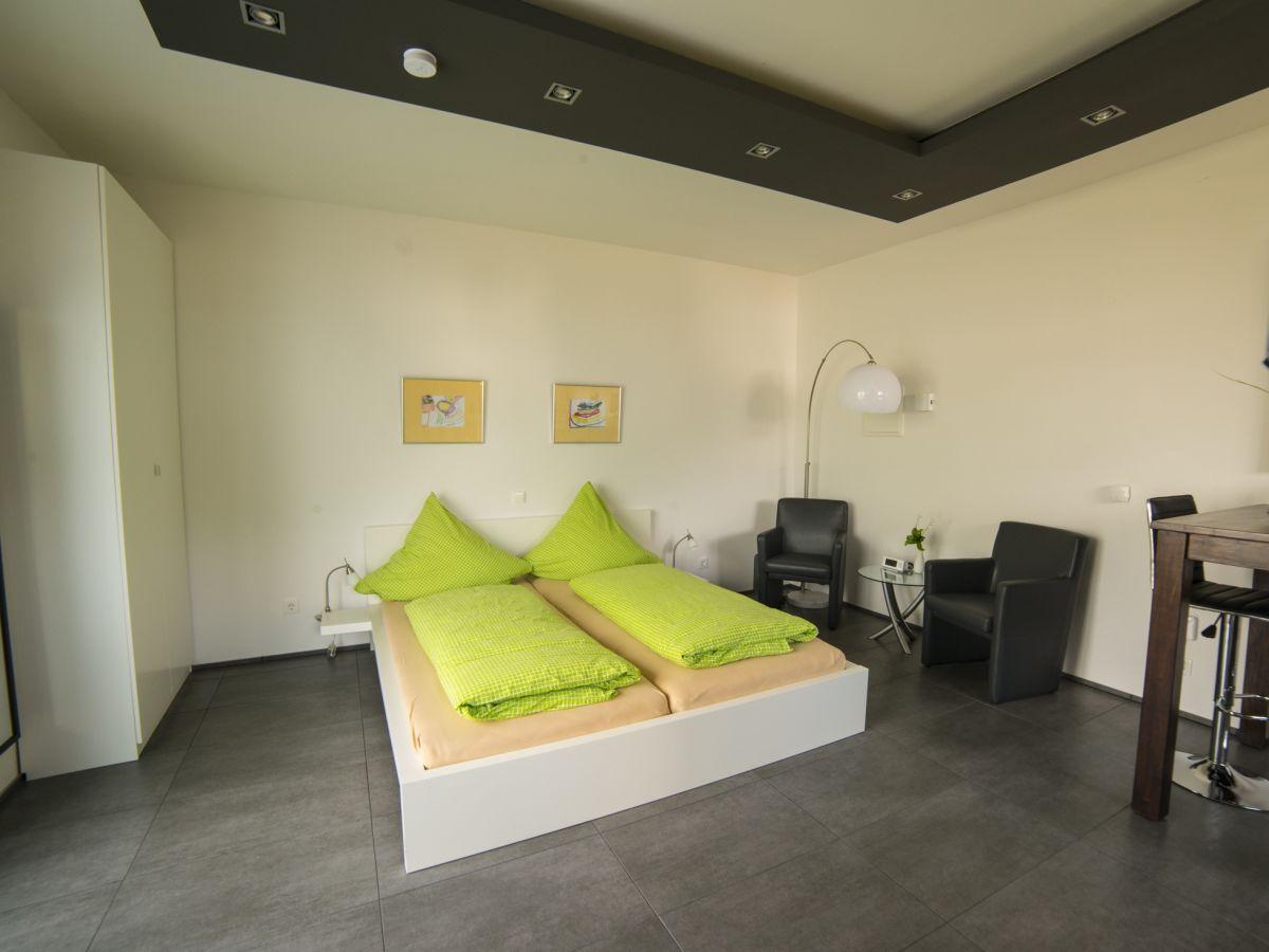 ferienwohnung alzbachbett sonnige untermosel herr klaus. Black Bedroom Furniture Sets. Home Design Ideas