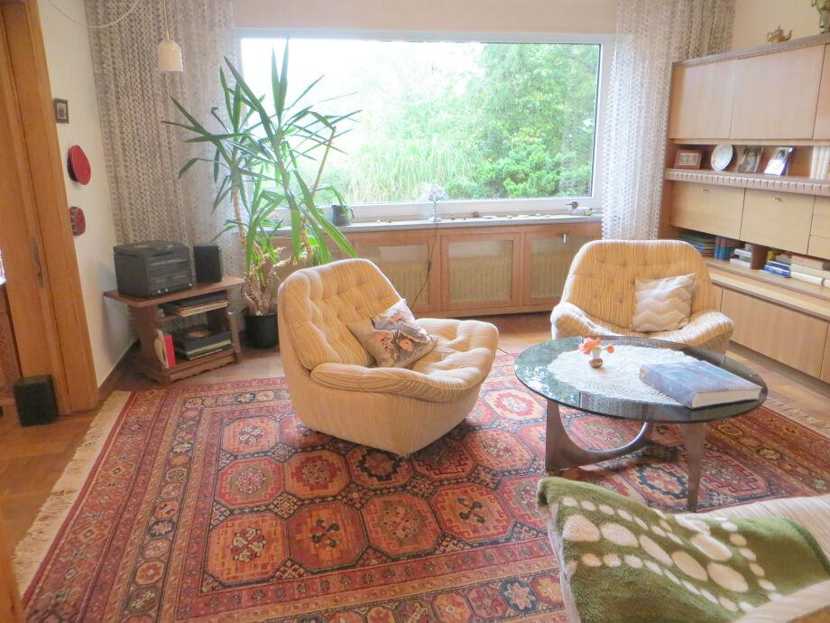 Wohnzimmer 20m² mit Blick nach Westen in den Garten