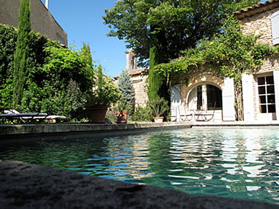 Ferienvilla und Pool in ruhiger Lage
