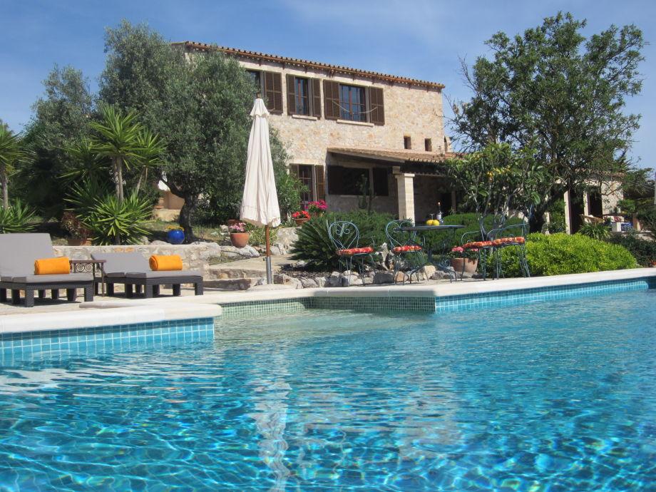 Pool mit großer Terrasse