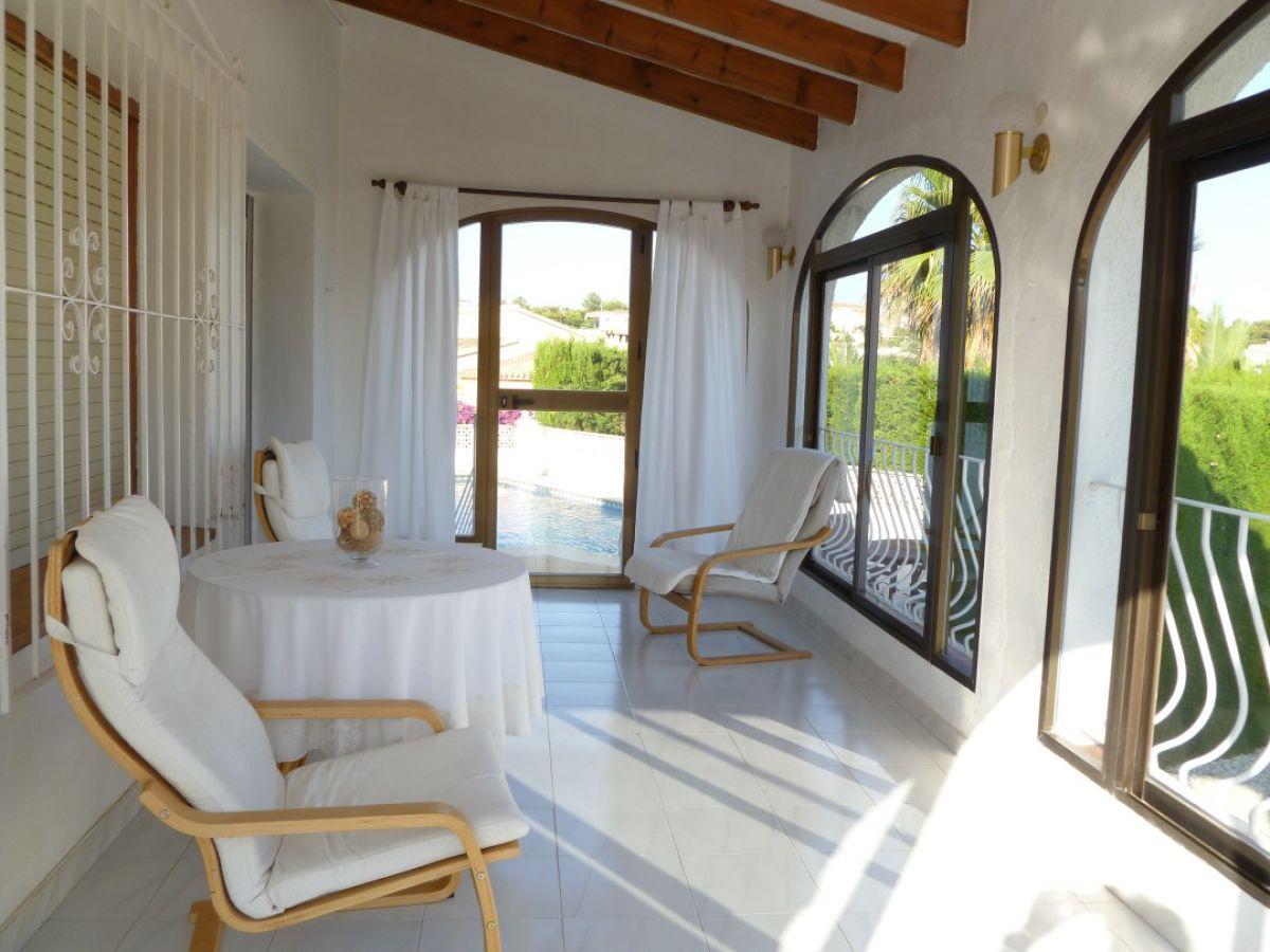 Ferienhaus villa cuxarret calpe frau ulrike beimann - Wintergarten mit pool ...