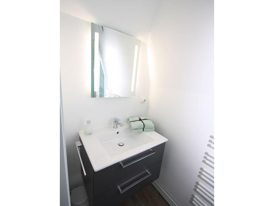 20170112215540 badezimmer waschbecken mit spiegel. Black Bedroom Furniture Sets. Home Design Ideas
