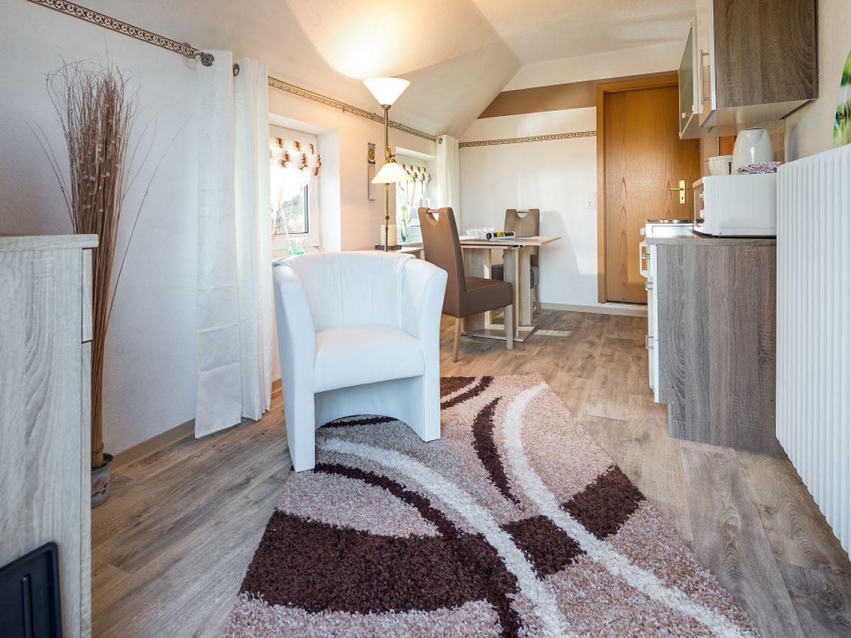 ferienwohnung 3 im haus naase am leuchtturm norderney firma vermiet und hausmeisterservice. Black Bedroom Furniture Sets. Home Design Ideas