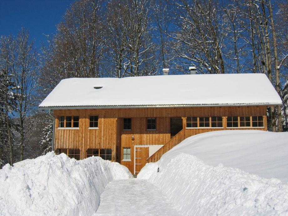 Winter pur ...! Schlitten und Rodel im Haus ...