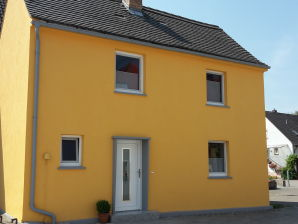 Holiday house Yellow House