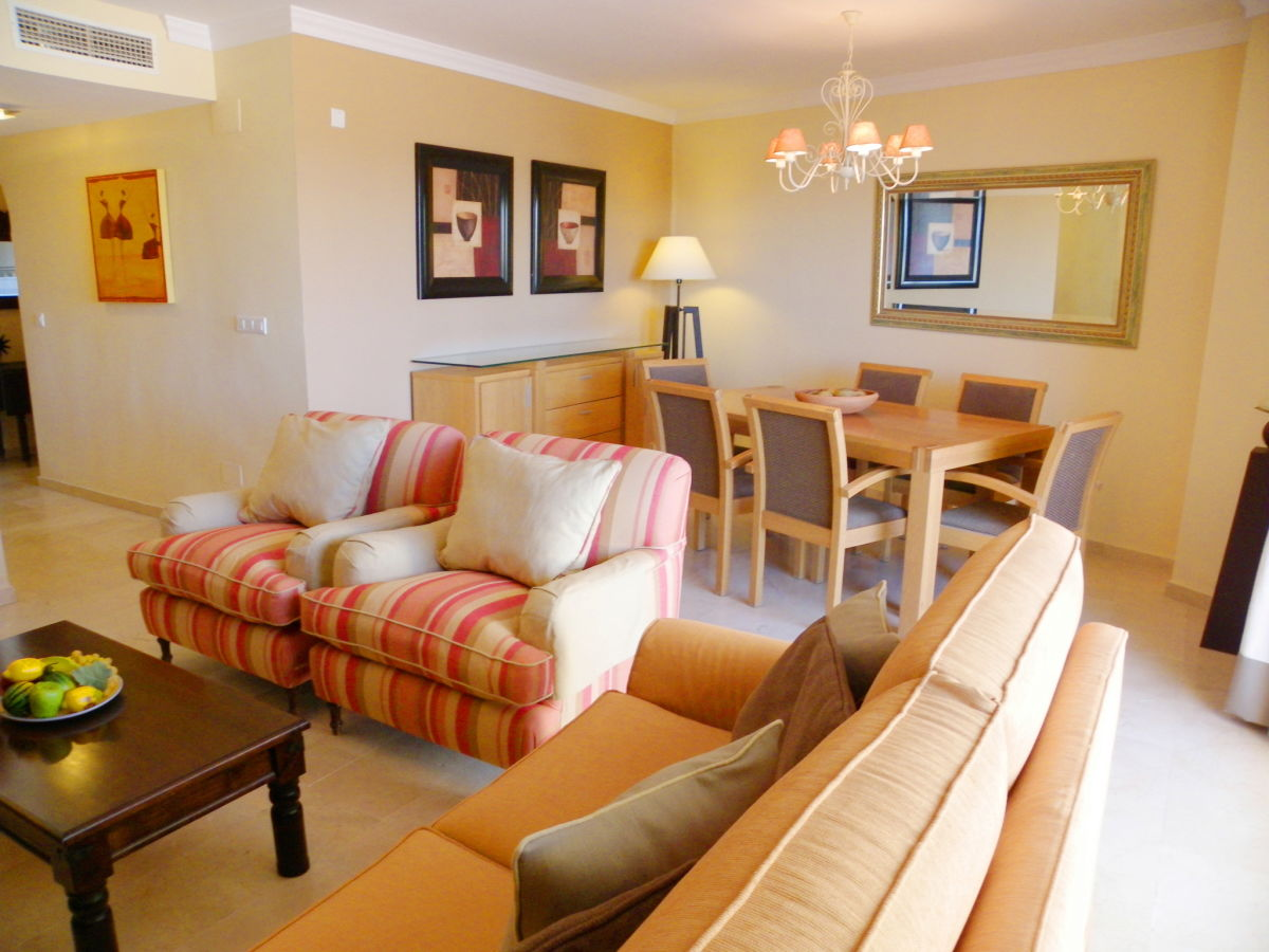 Holiday apartment bermuda beach 8 west costa del sol for Furnished room