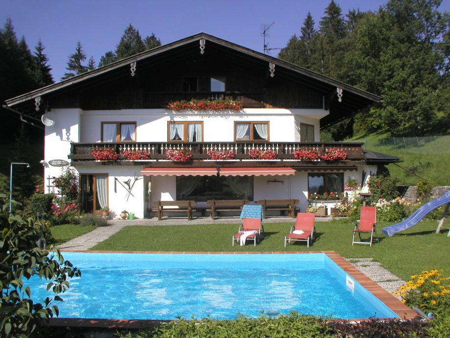 Haus und Garten mit Pool