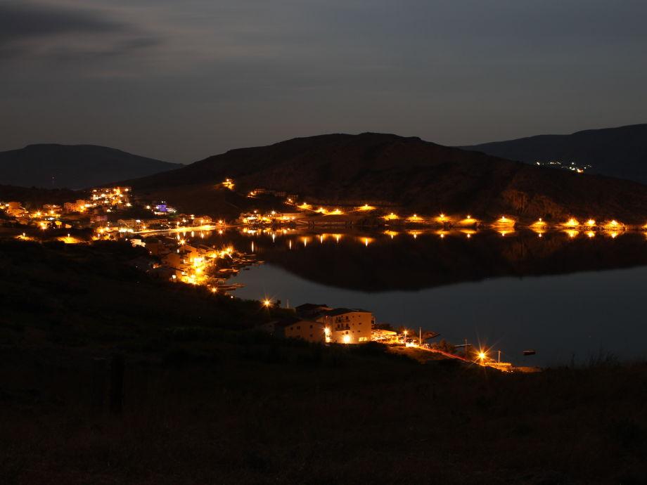 Metajna bei Nacht