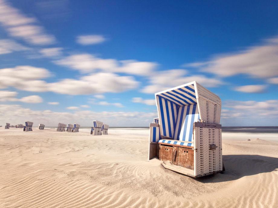 Strandkorb nordsee  Ferienwohnung Inselloft Borkum, Nordsee, Ostfriesische Inseln ...