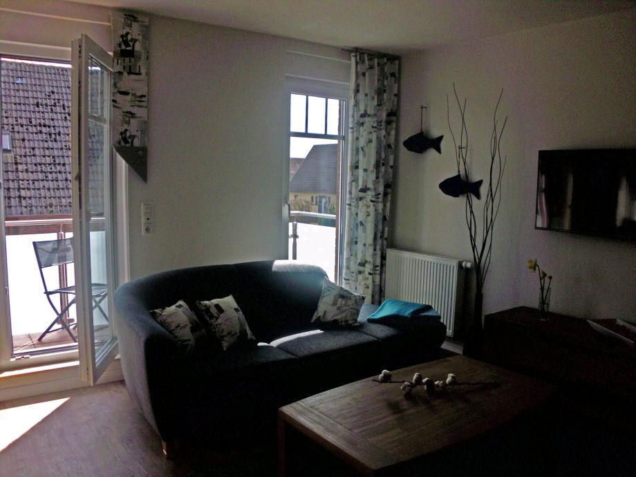 Wohnbereich mit Balkon-Austritt