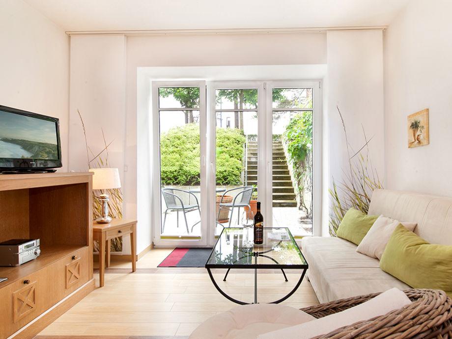 Der Wohnbereich: Fenster mit Plissees + Flächengardinen