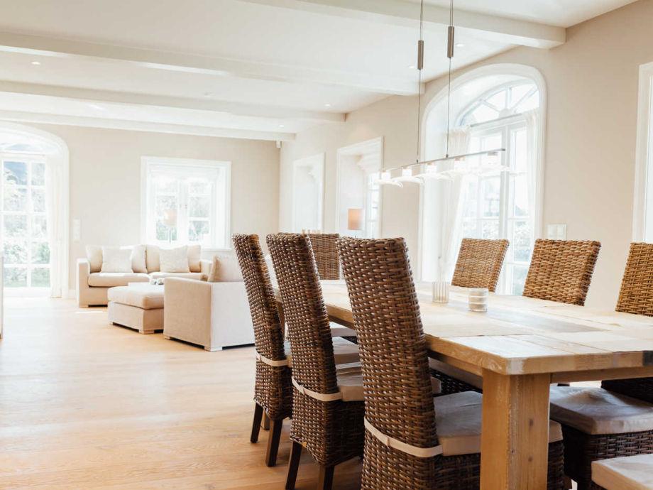Ferienhaus str nhoog sylt firma appartements mehr for Grosser esstisch