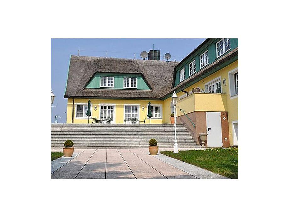 Blick auf das Haus Berlin auf Rügen.