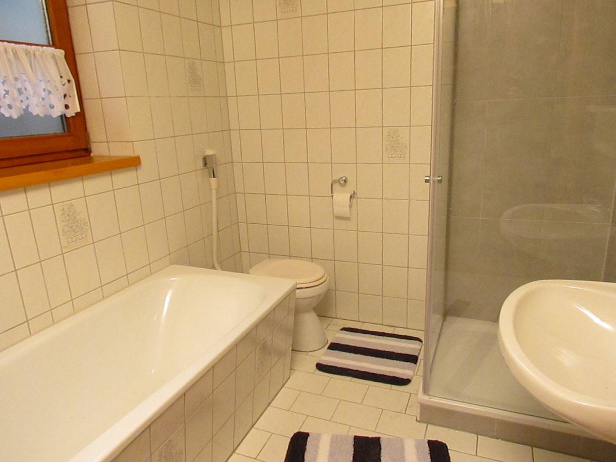 Ferienwohnung landhaus sonnenschein 2 bayerischer wald for Badezimmer mit dusche und wanne