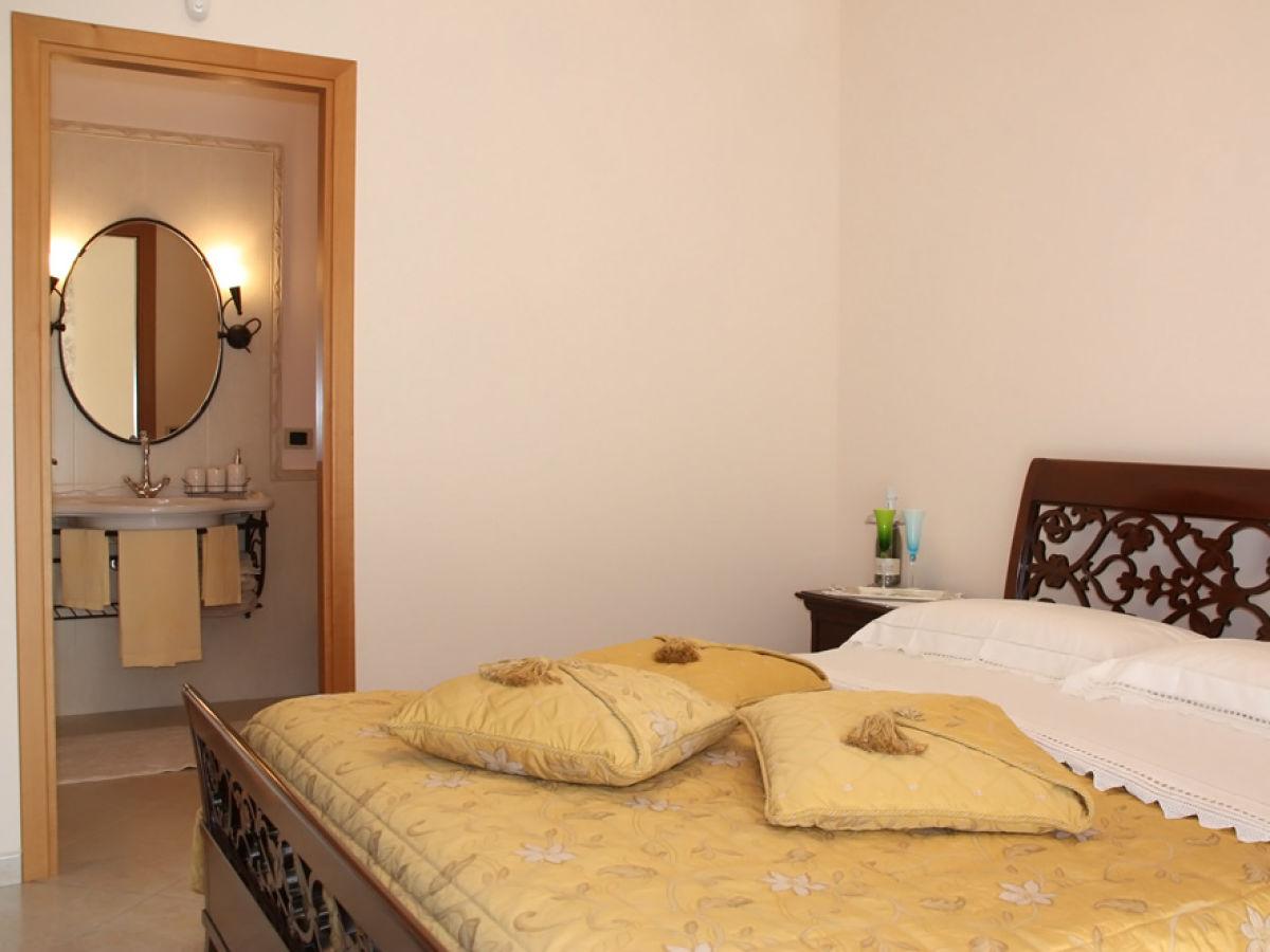 ferienwohnung casa tania gioiosa marea firma ferienhaus sizilien herr oskar golde. Black Bedroom Furniture Sets. Home Design Ideas