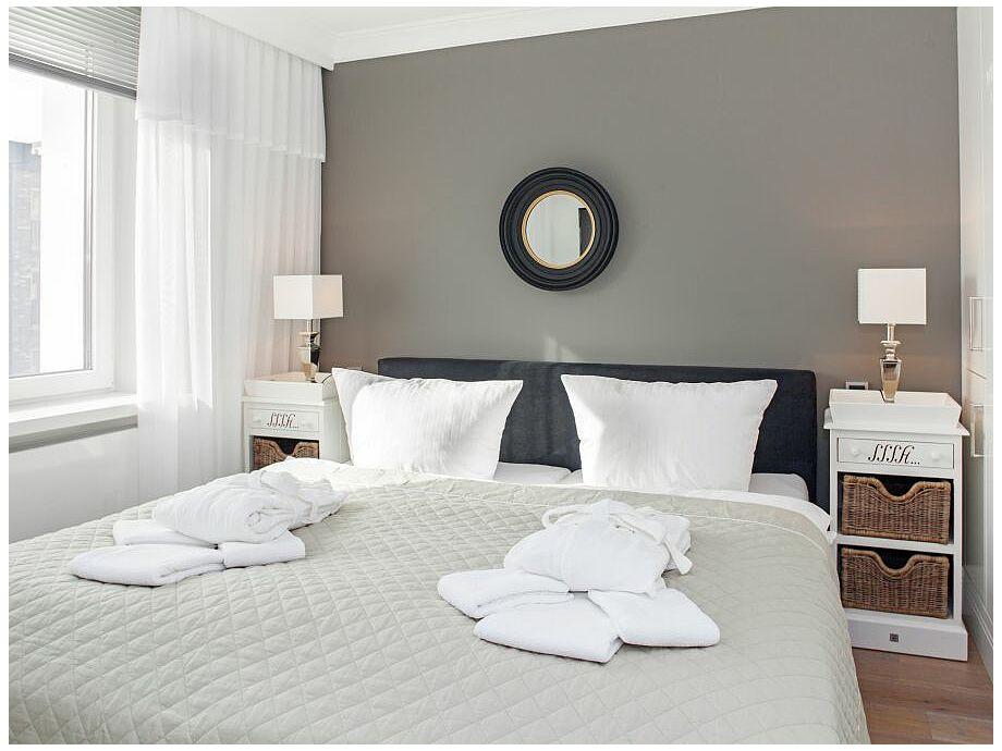 Behagliches Schlafzimmer mit Doppelbett